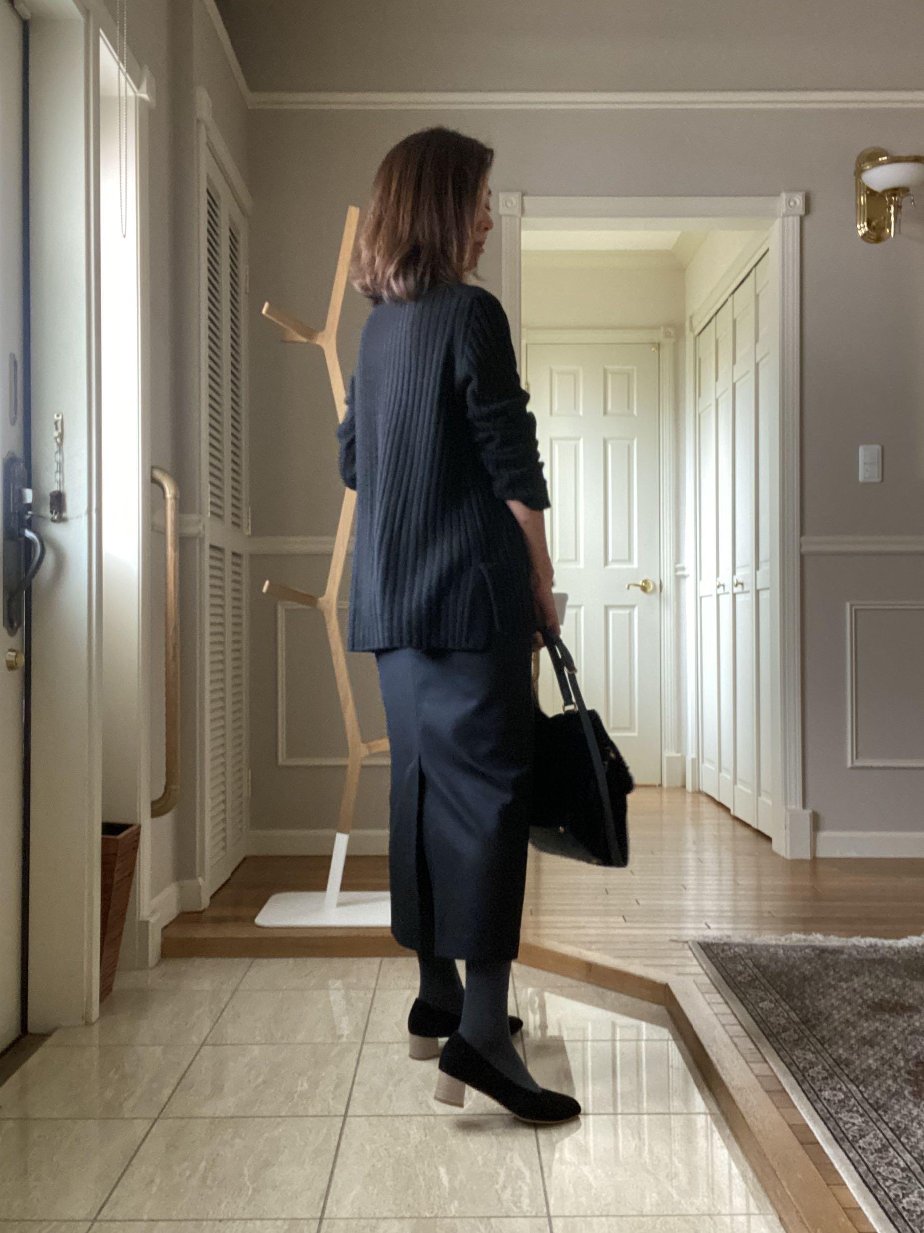 黒ロングタイトスカートとショートコート_1_2