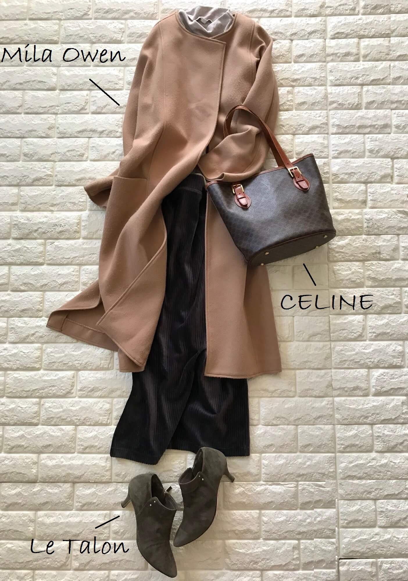 ユニクロのコーデュロイスカートとセリーヌのバッグを合わせた画像