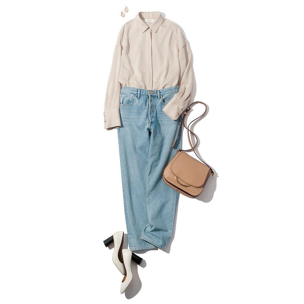 ニュアンスカラーのシャツとデニムパンツ
