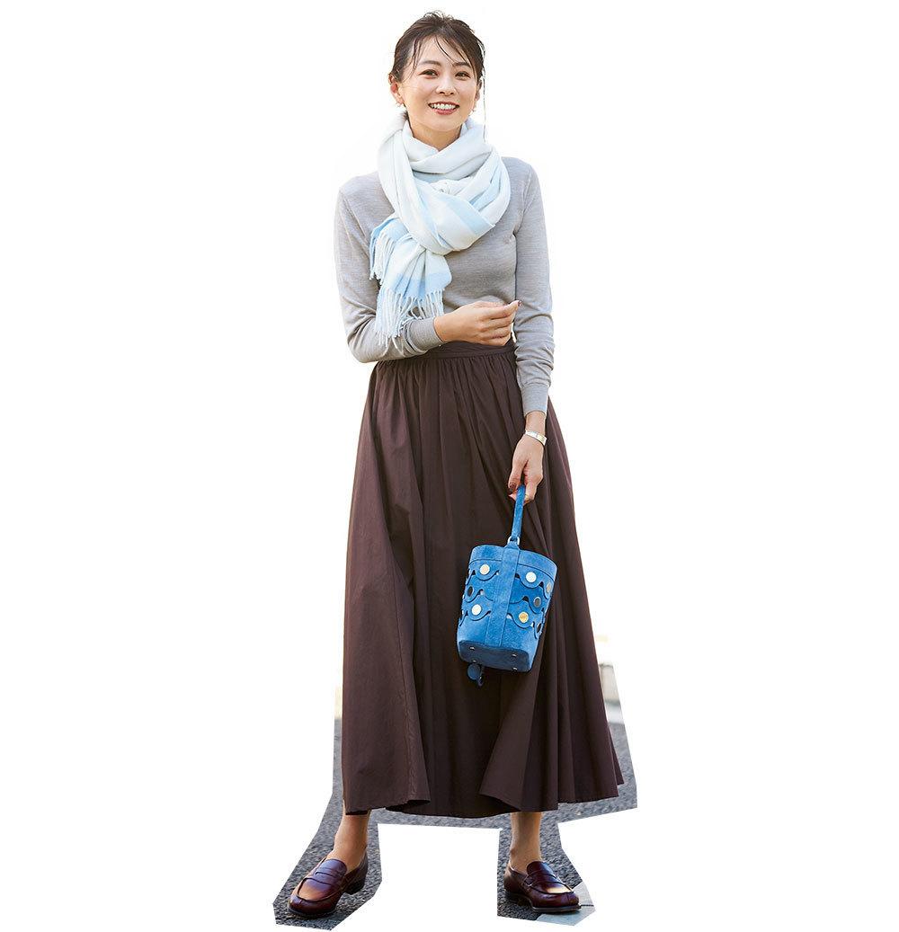 ニット×ロングスカートのファッションコーデ