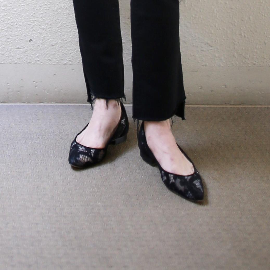 黒 レースパンプス マノロブラニク 小足