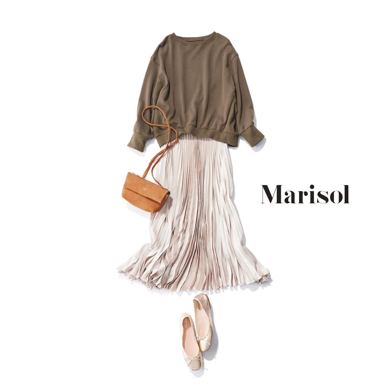 40代ファッション スウェット×プリーツスカートコーデ
