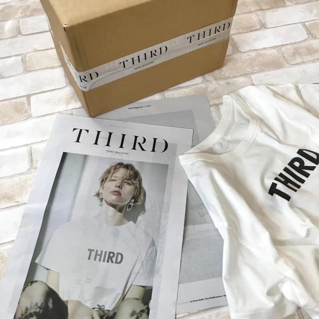 届いた箱もシンプルなのにスタイリッシュ!同封のカタログも素敵です。ちょうどモデルさんと同じTシャツ