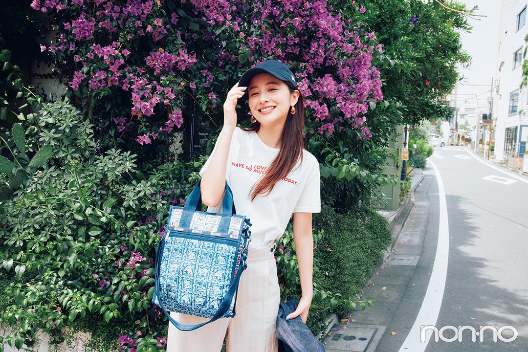アロハ柄バッグで夏らしく元気よく!