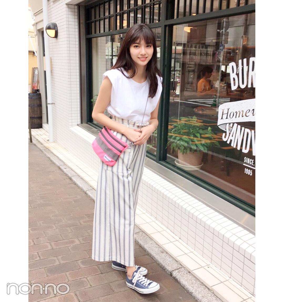 【夏のスニーカーコーデ】新川優愛は白っぽワントーンのパンツコーデでさわやかに♡