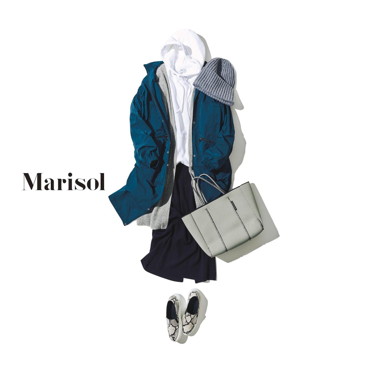 40代ファッション 白パーカ×グレーカーディガン×黒タイトスカートコーデ