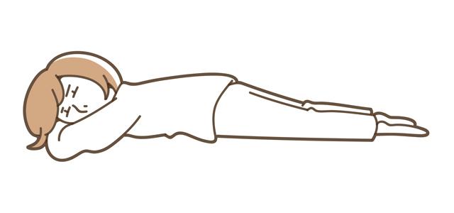 うつ伏せになり、まずは3分間深呼吸をしてリラックス