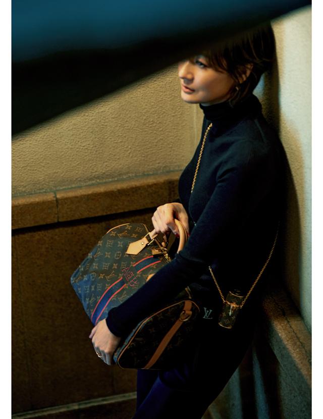 富岡佳子さんとルイ・ヴィトンのバッグ