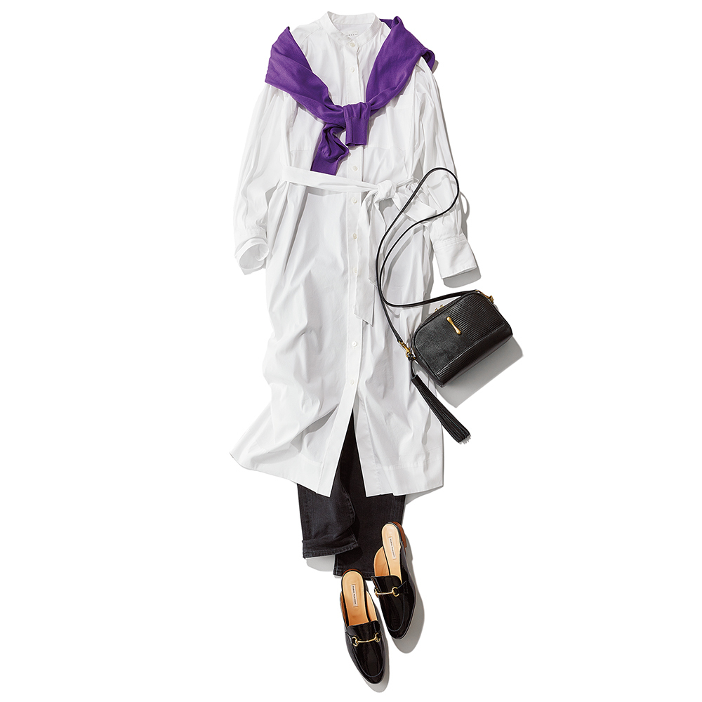 白いシャツワンピース×ブラックデニムパンツコーデ
