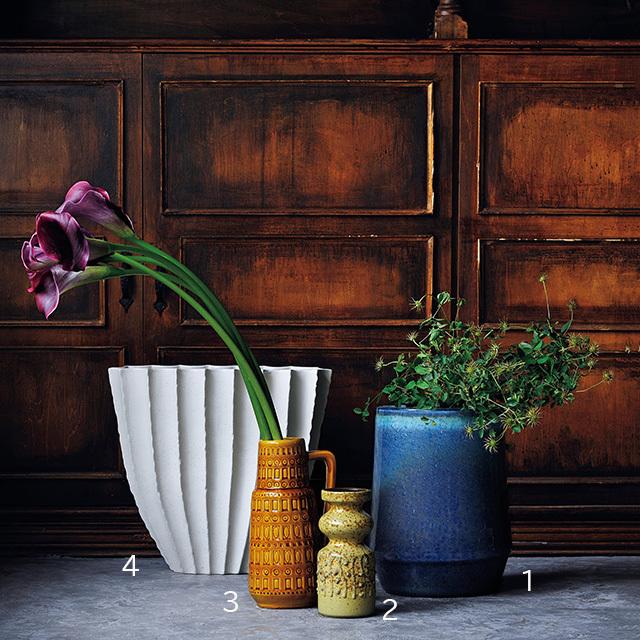 数輪でも、1種類の花だけでも 映える、存在感のある花器を