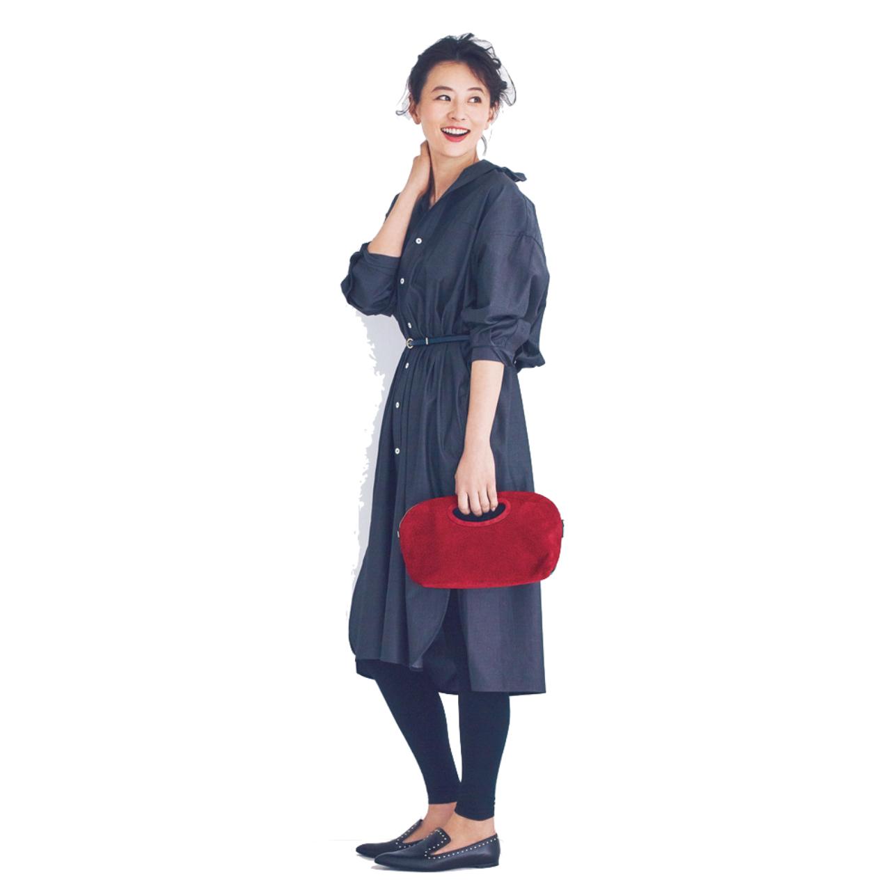 ネイビーのシャツワンピース×レギンスのファッションコーデ