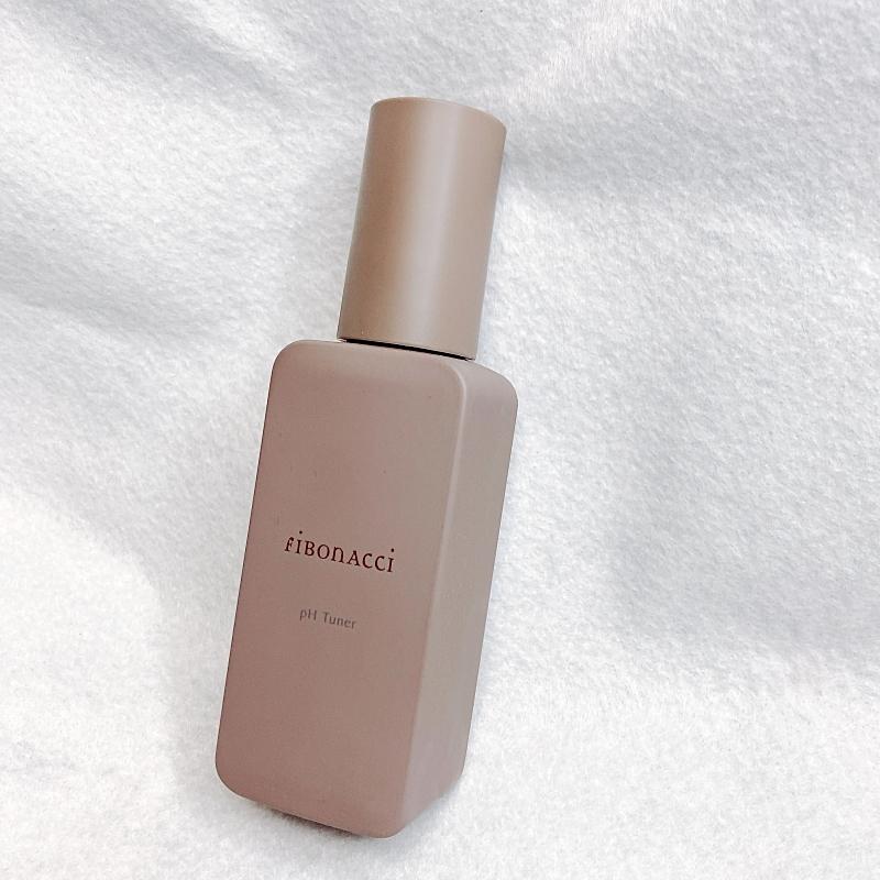 フィボナッチのpH Tuner(ピーエイチ チューナー)は洗顔後のアルカリ性に傾いた肌を弱酸性に戻してくれるメラノキラー配合の化粧水