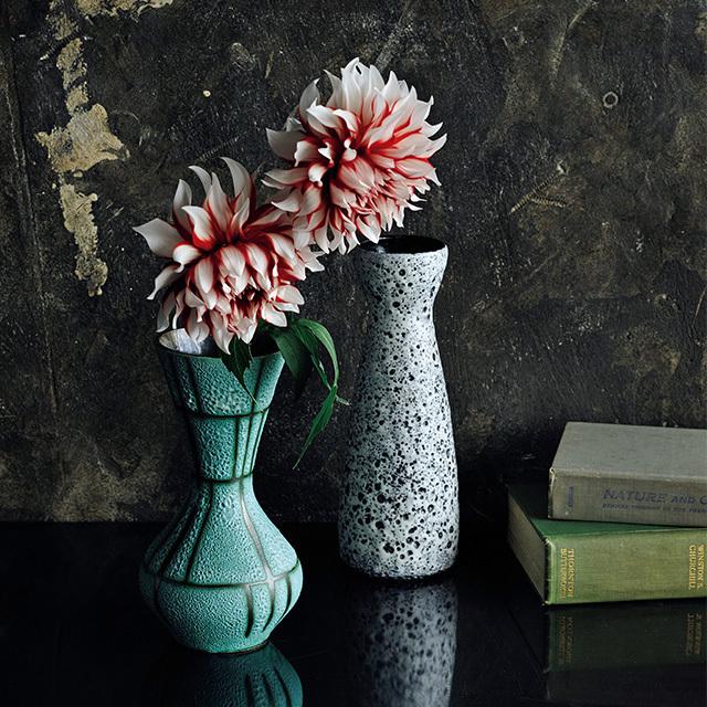 ヴィンテージ花器の力を借りれば 花もさらにいきいきと魅力的に