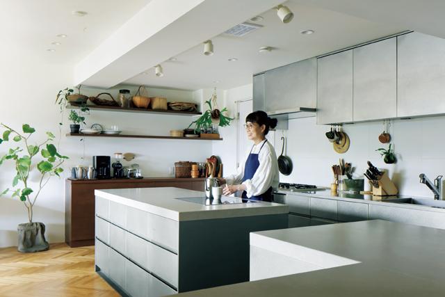 仕事場でもあるキッチンは美しく機能的に