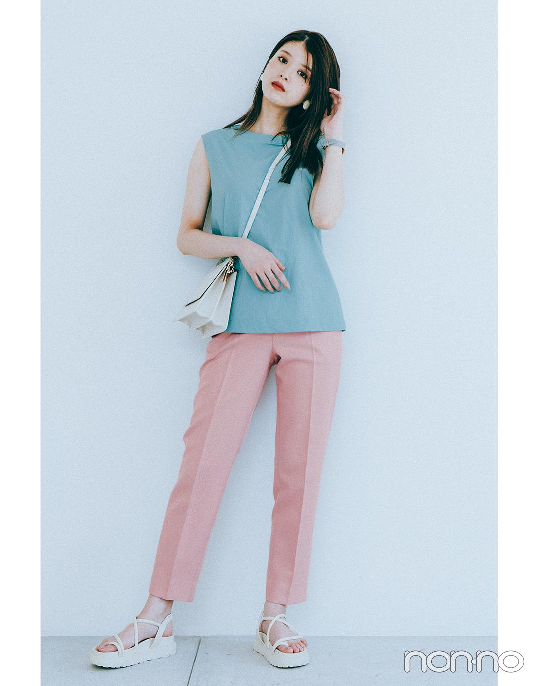 『馬場ふみか』の『ピンクのカラーパンツ』モデルカット2-2