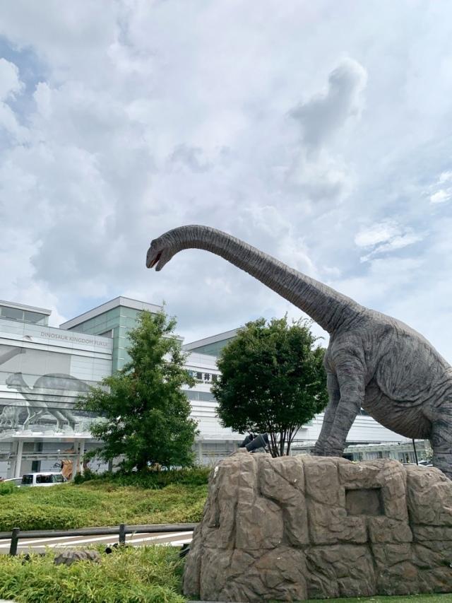 ただの恐竜像じゃなくて…動くロボットなんだぜ…。