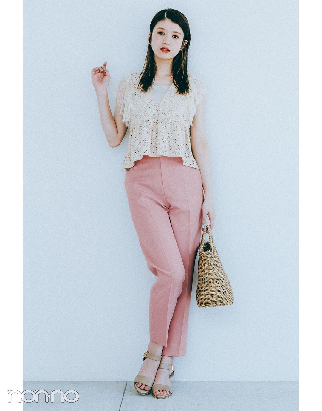 『馬場ふみか』の『ピンクのカラーパンツ』モデルカット2-1