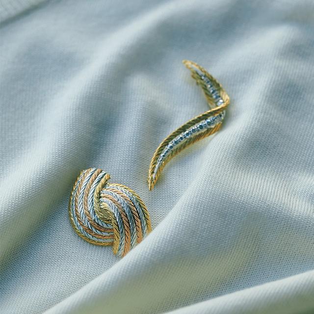 繊細な細工を施した 華やかなゴールドの曲線が 柔和な女性像を表現