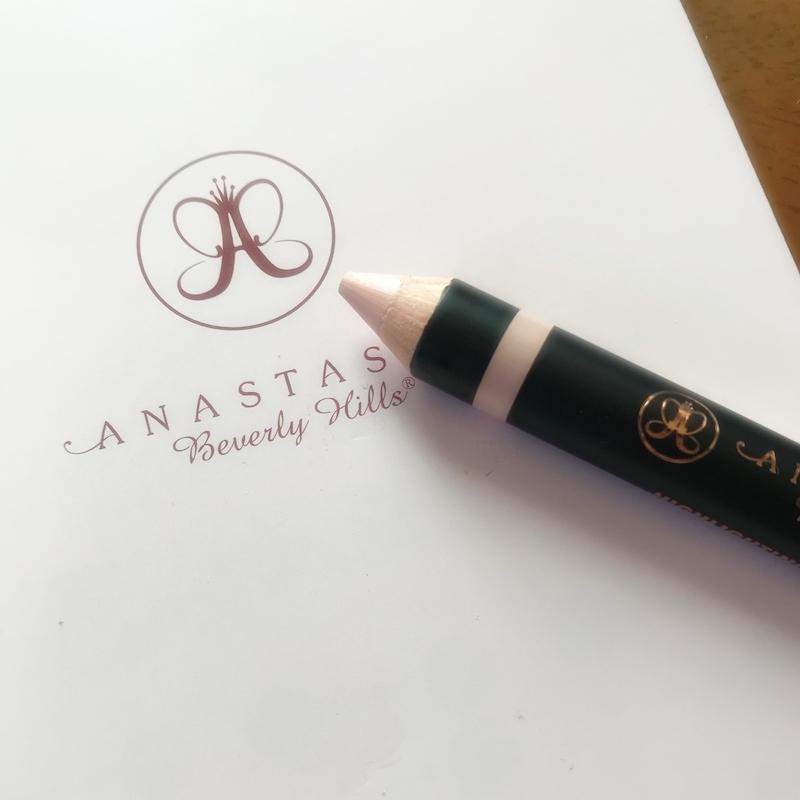 アナスタシアの眉ハイライトペンシル