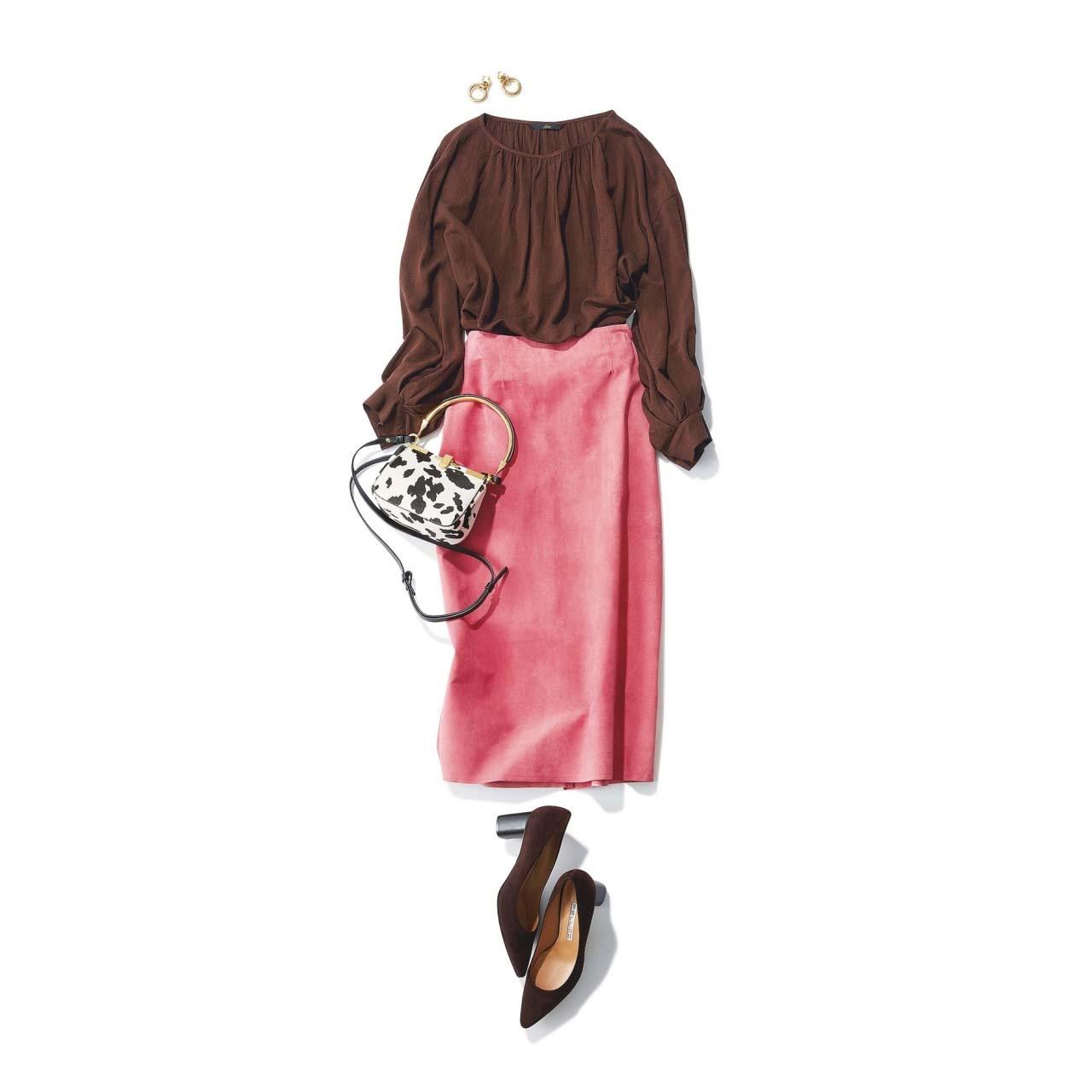 ブラウス×スエードタイトスカートの「スパイス ブラウン」コーデ