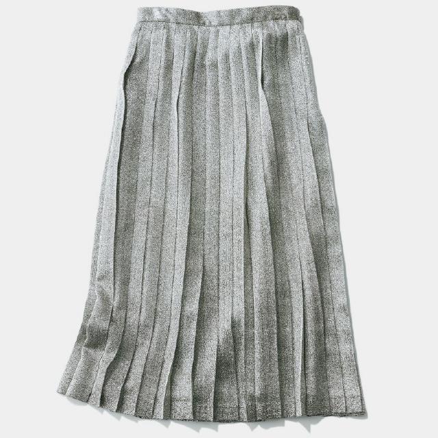 きらきらしたシルバーのプリーツスカート