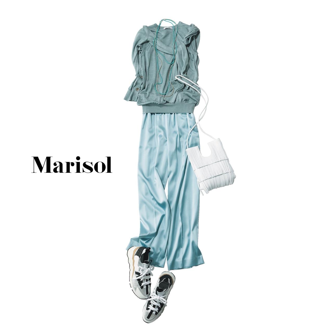 40代ファッション  ブルーニット×ブルーパンツコーデ