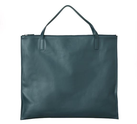 出田りあさんのバッグ