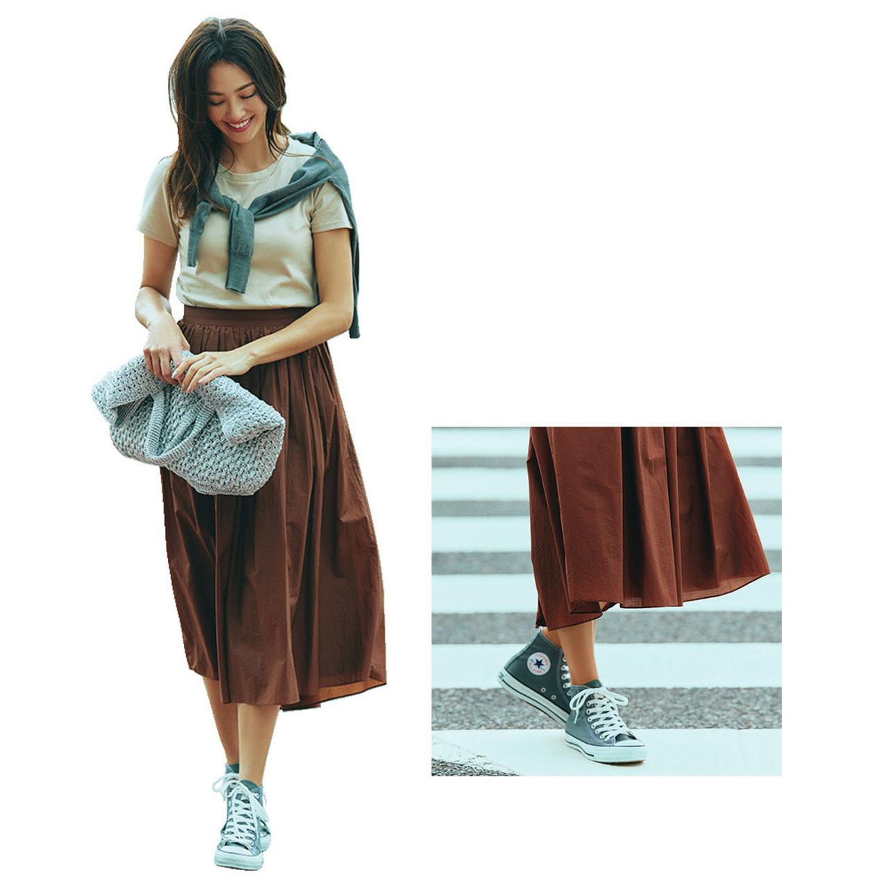 コンバースのグレースニーカー×Tシャツ&スカートのファッションコーデ