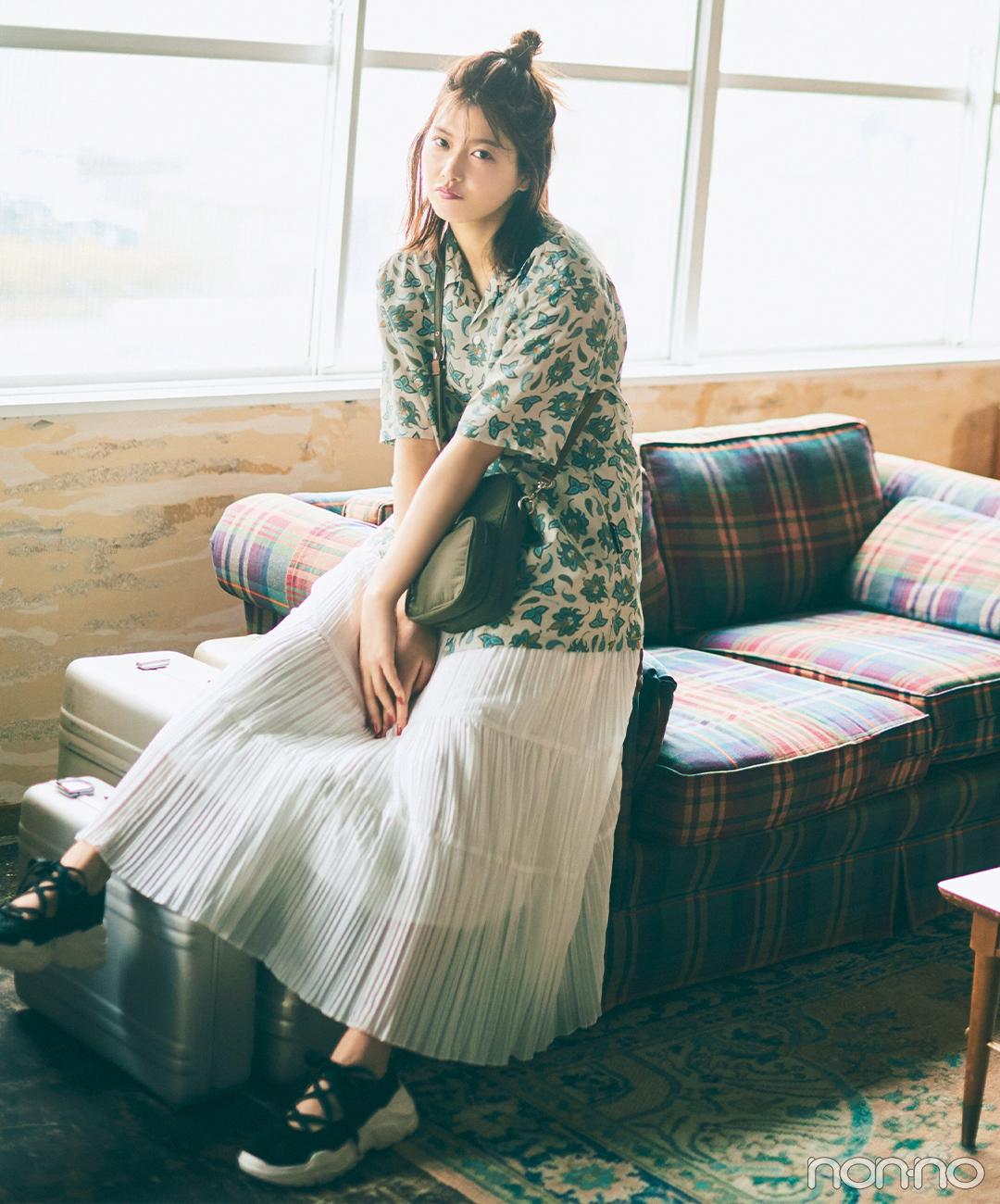渡邉理佐はレトロなムードの開襟シャツで夏コーデを新鮮に【毎日コーデ】