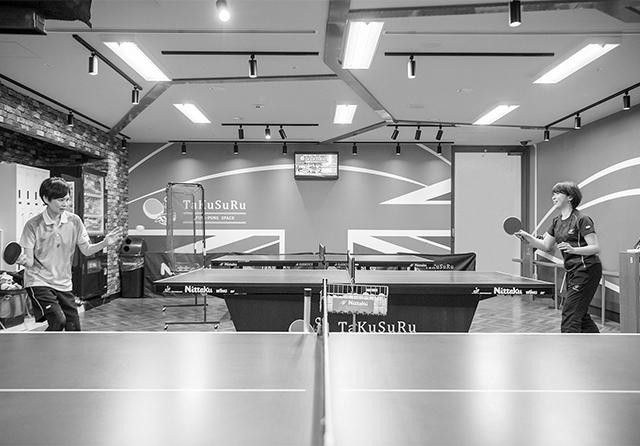 '18年の世界選手権で使われたものと同仕様の卓球台も設置