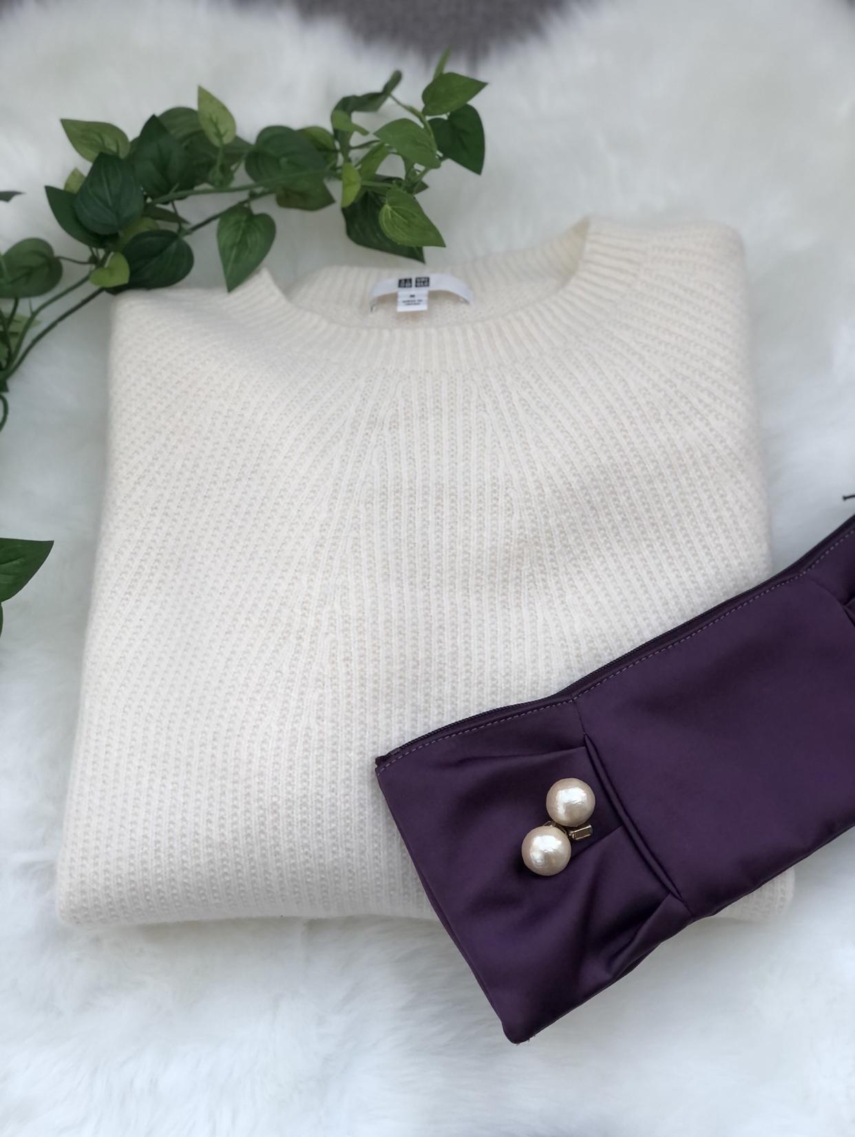 ユニクロのホワイトニット 縫い目のないホールガーメント裁縫で立体的なニット