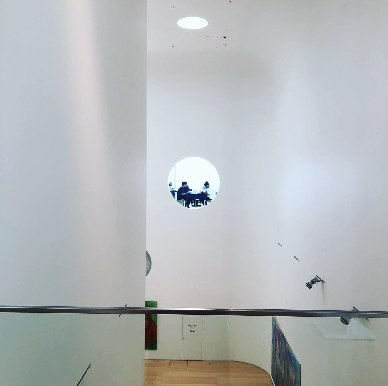 刺繍トップスで、横須賀美術館「糸の世界」へ♩_1_5-3