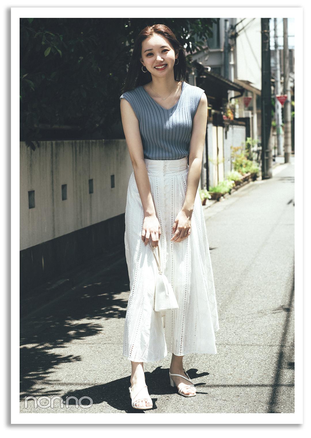 PATTERN4) 白ロンスカにはVネックの 水色ノースリですっきりシャープに♡ 江野沢愛美