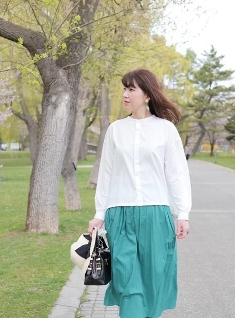 HAPPY PLUS大丸札幌店で購入した白ブラウスときれい色スカートのコーデ