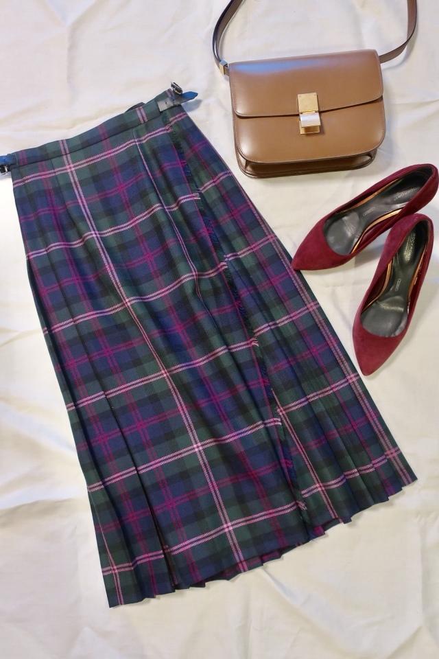 チェック柄スカート×パンプスのファッションコーデ