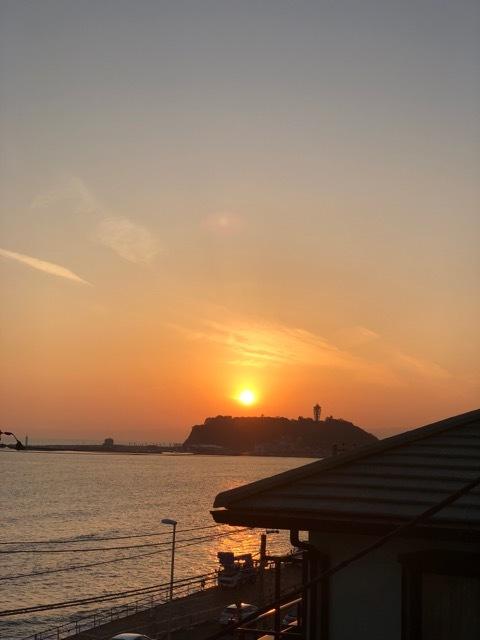 美しい夕日と美味しいワインと楽しいおしゃべりと。_1_1-3