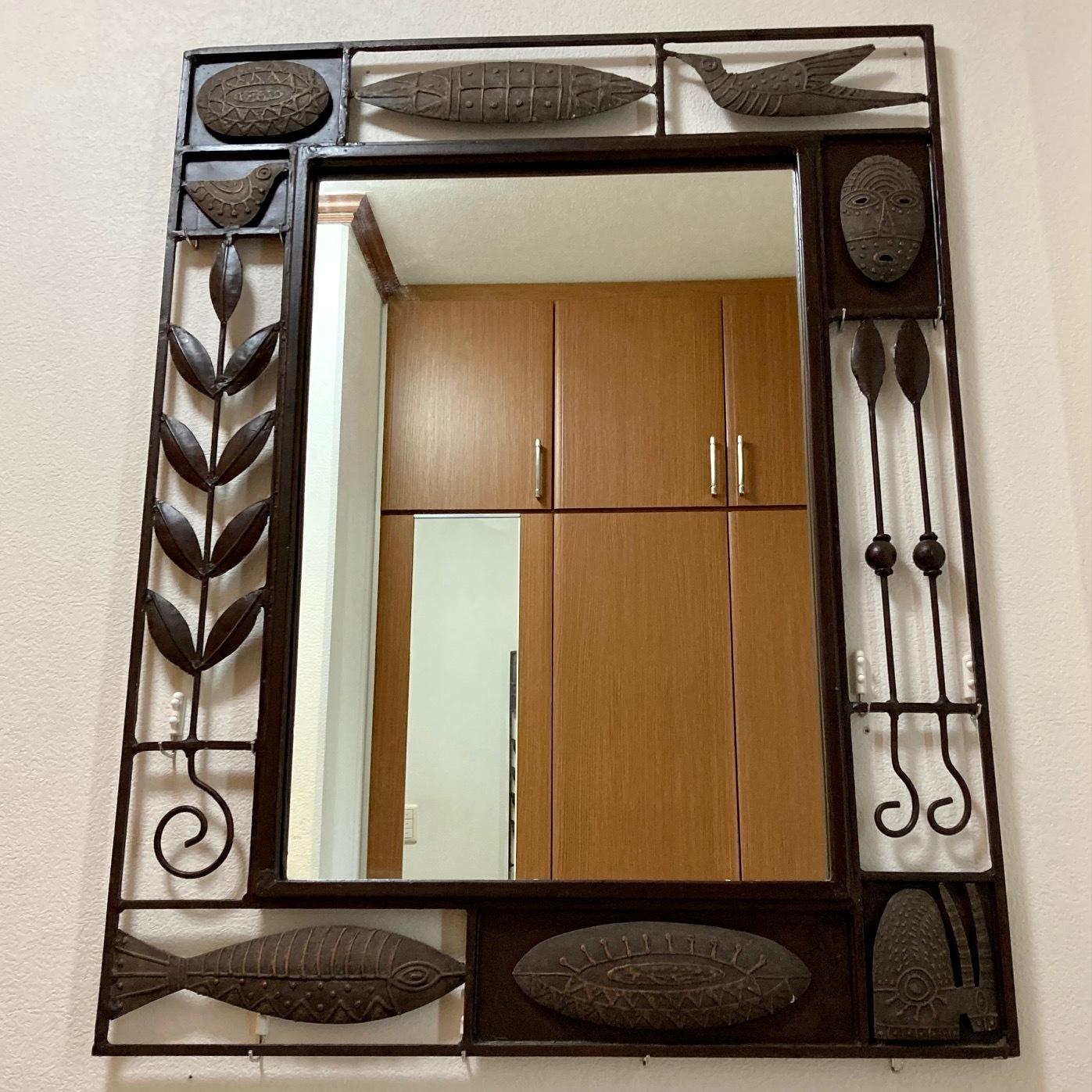 アーティスティックな額縁の大きな鏡