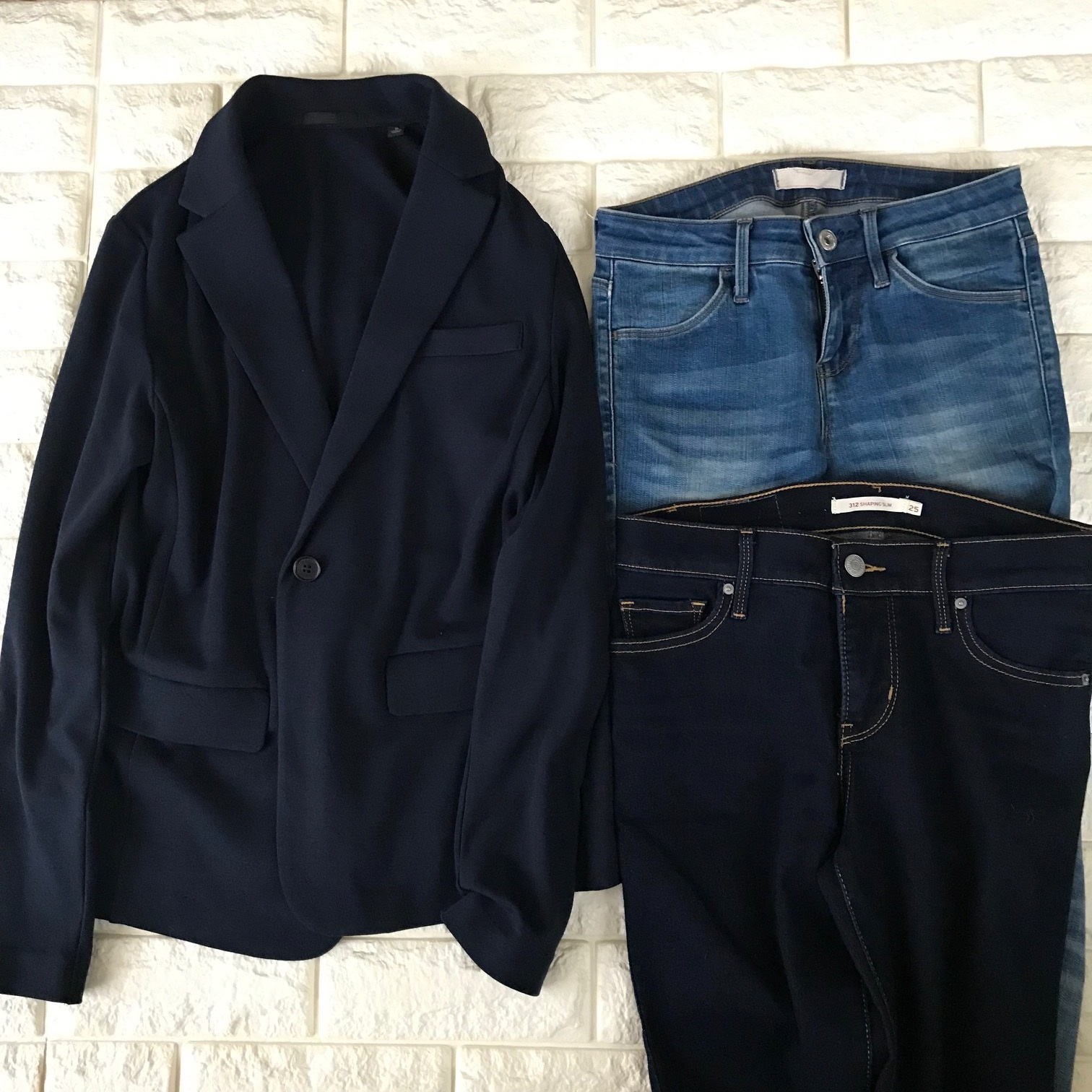 ユニクロのジャケットとデニムを合わせた例