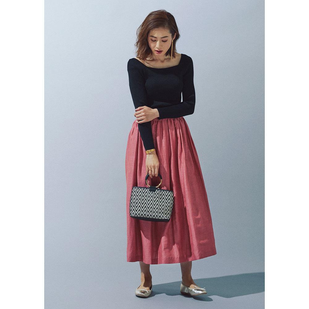 カラースカート×メタルハンドルバッグ