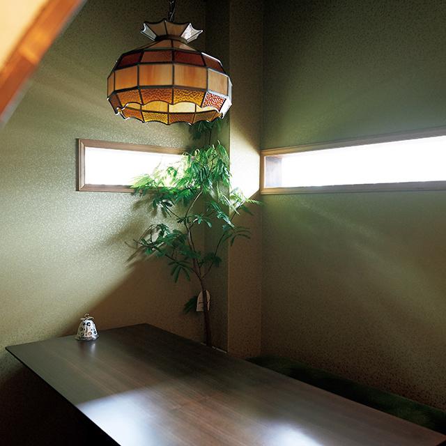 京都の梅小路京都西にあるカフェ「西洋茶屋 山本」の店内