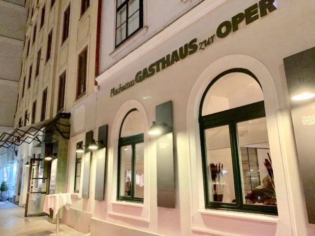 ウィーン国立歌劇場近くの支店には音楽関係者もよく来るのだそう。この日は歌劇場の芸術監督が来店していたそうです。さすが音楽の都。