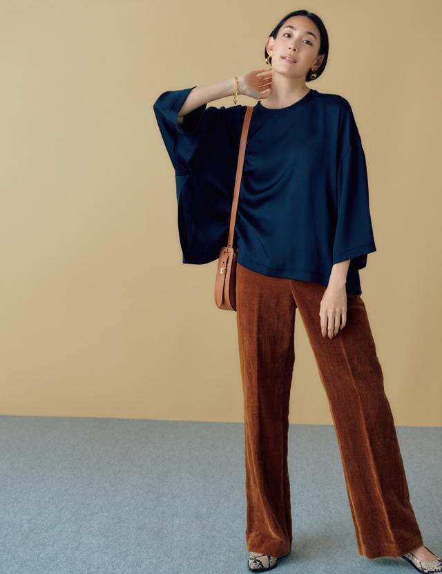色みが新鮮、脚長効果も!「渋色パンツ」はセンタープレス入りにも超注目