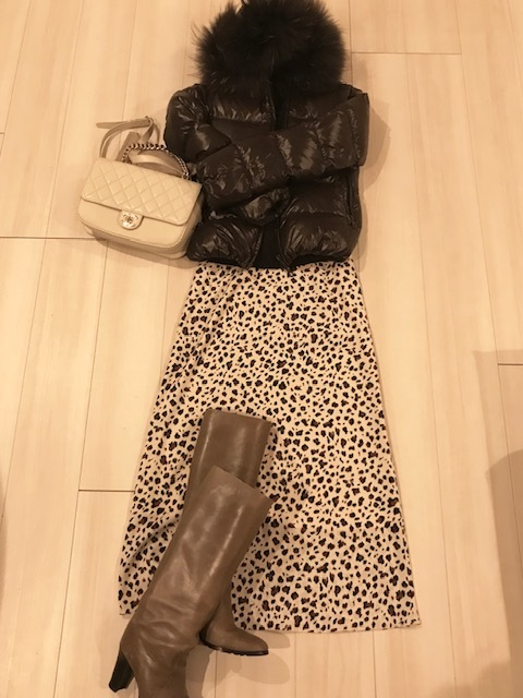 Jacket  DUVETICA / Tops UNIQLO / Bag CHANEL / Boots FURUYA