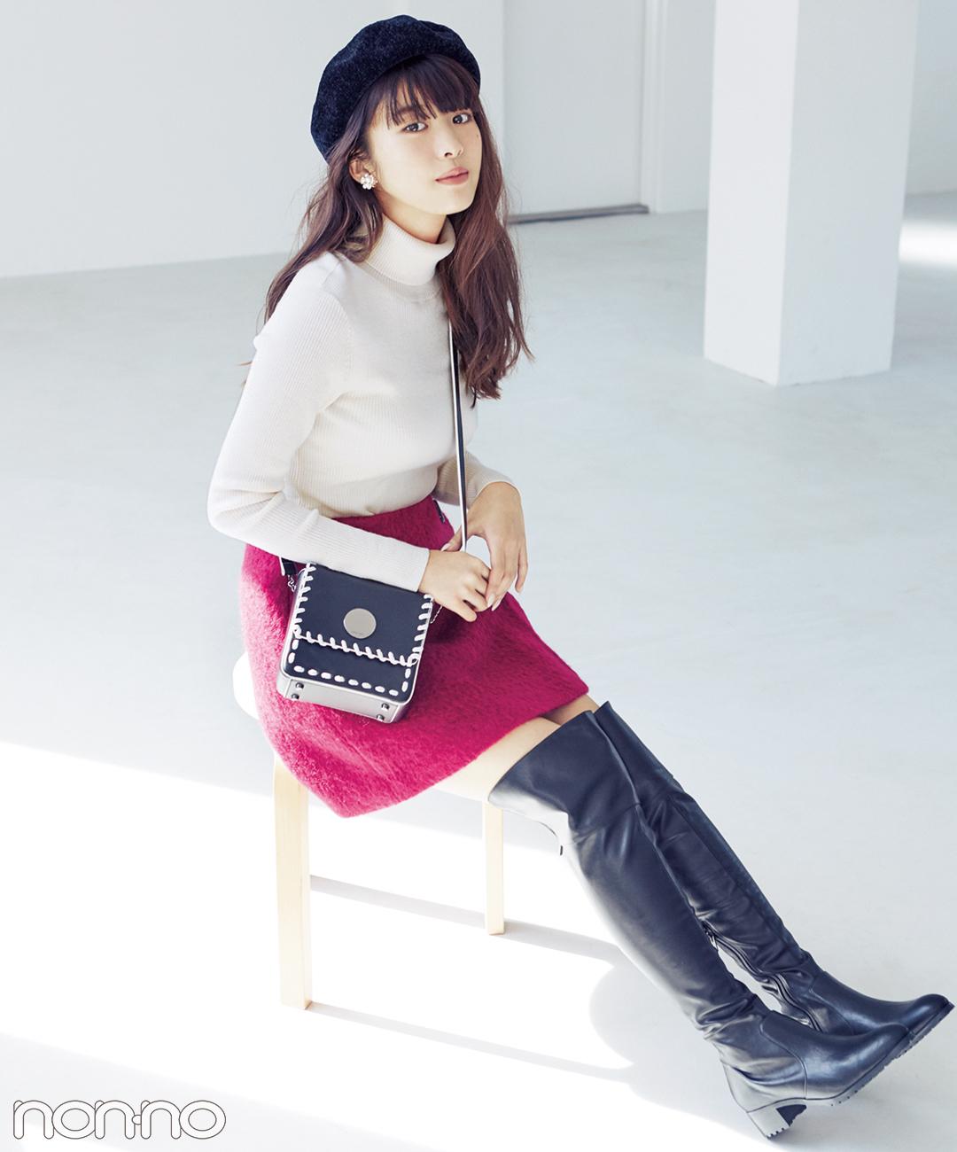 【ピンクスカートコーデ】ピンクのミニスカートには黒小物でアクセントを★