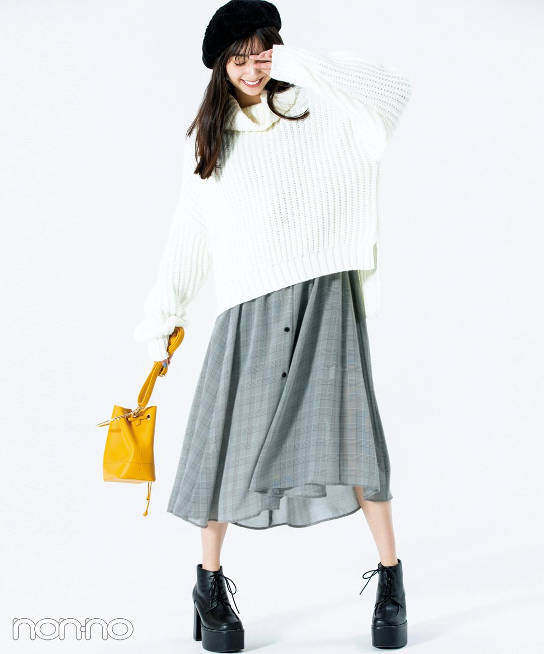 新川優愛は華奢見えビッグニットをモノトーンで大人に着る【毎日コーデ】