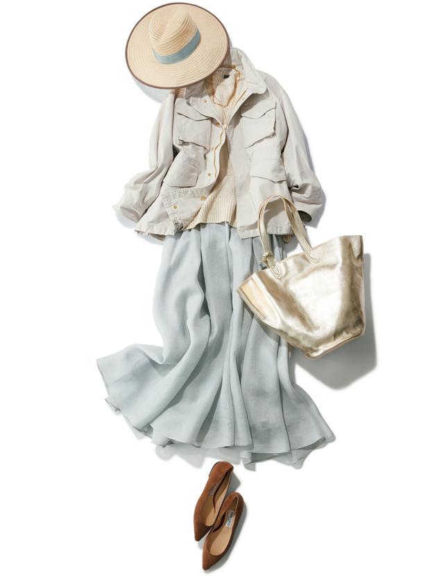 くすみブルーのスカートとベージュジャケットのエレガントコーデ