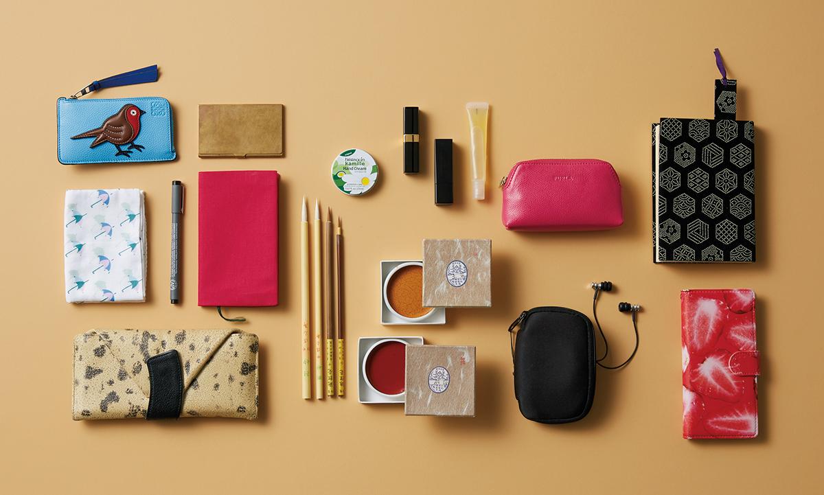 """資生堂のパッケージデザインも手掛ける日本画家・大竹彩奈さんは、和の""""粋""""を感じるアイテムを愛用!【働く女のバッグの中身】_1_3"""