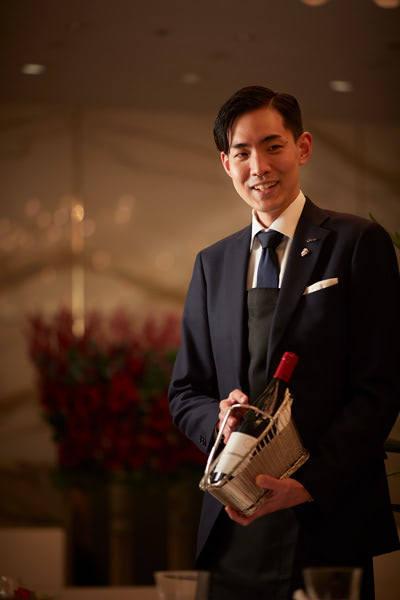 「九平次の日本酒とワインでユニークなペアリングコースに仕立てます」と近藤佑或。