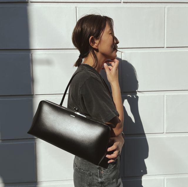 【40代が持つべき名品バッグ】カジュアルコーデに大人の品格を与えるラグジュアリーブランドのバッグの魅力|アラフォーファッション_1_16