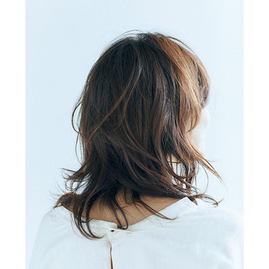 五明祐子40代ミディアムヘア バック